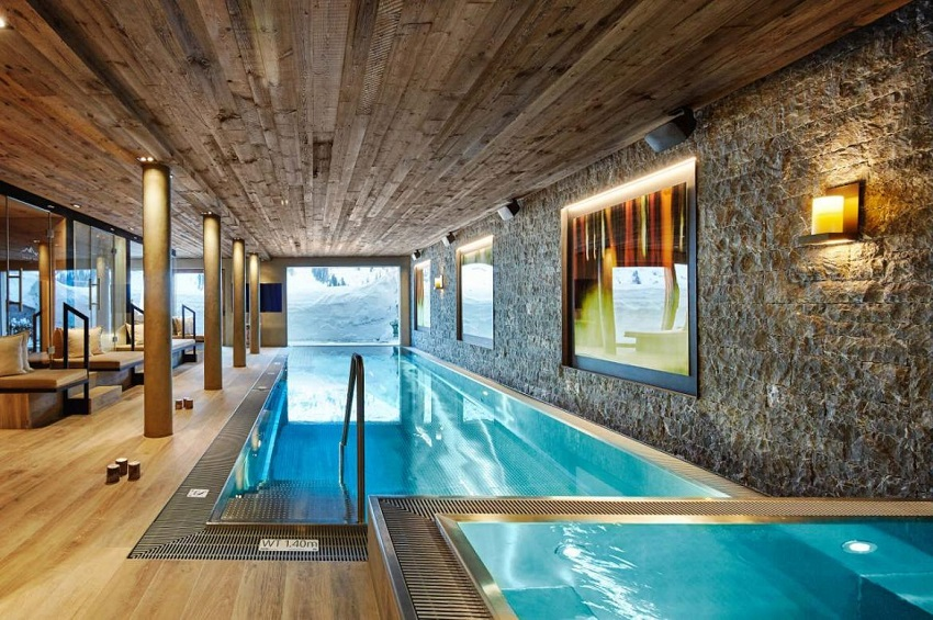 Pool with snow view Ski-In Ski-Out luxury-Chalet in Lech