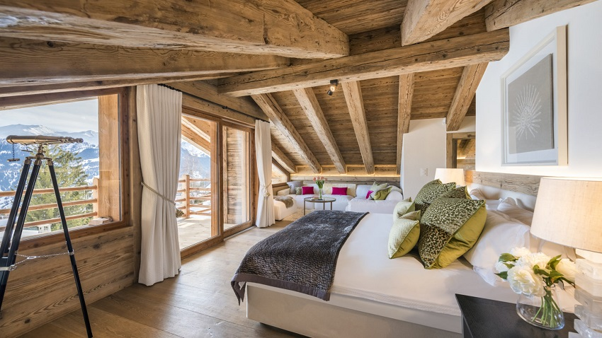Bedroom with snow view Chalet-bioley in Verbier with hot tub for rent