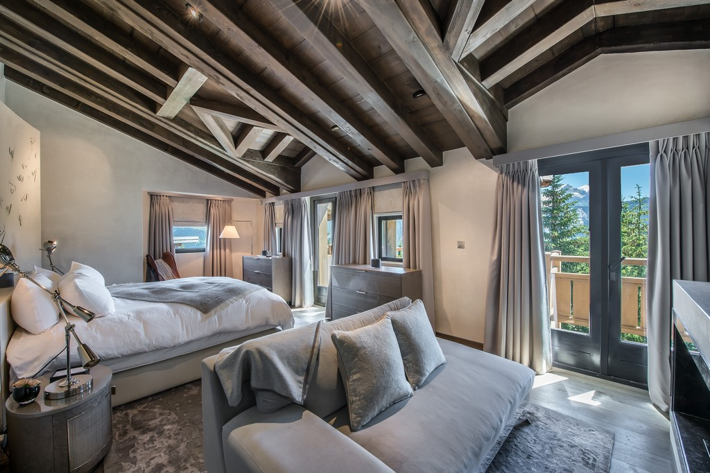 Winter time bedroom looks Chalet Perce Neige in Courchevel 1850