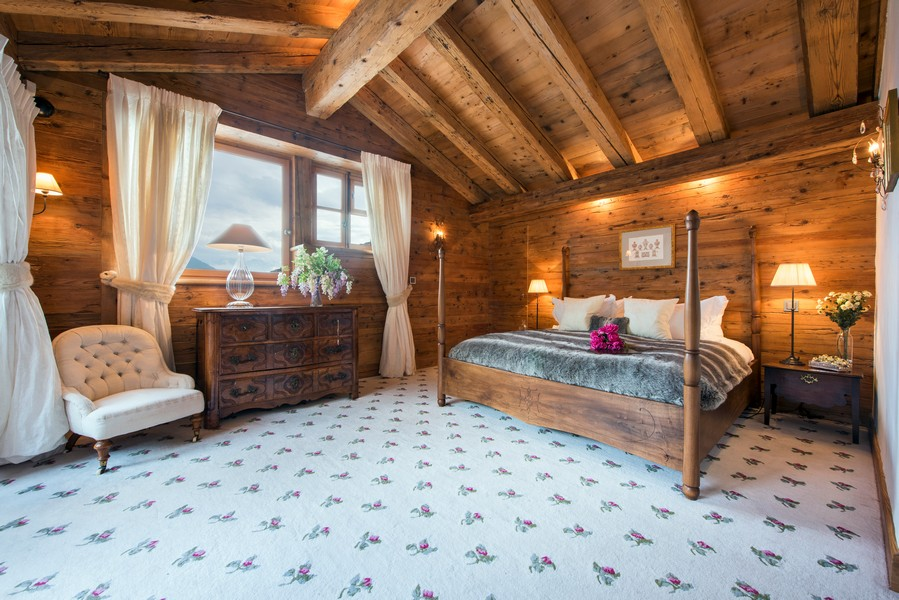 Spacious bedrooms with Winter snow views at the Ski Chalet 1 bella coola in Verbier