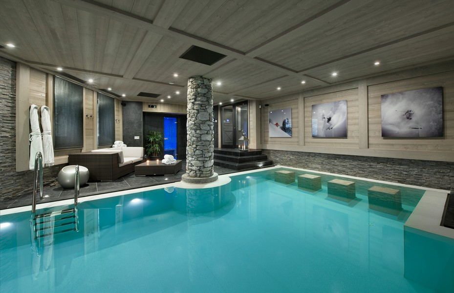 Pool indoors lit up Black pearl Chalet val disere