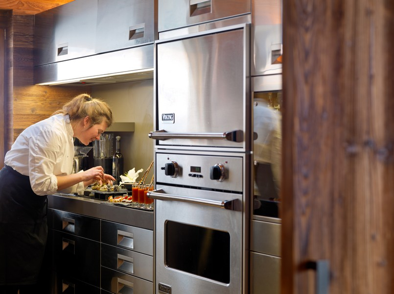 Chef at work Culinary Les Anges chalet in Zermatt