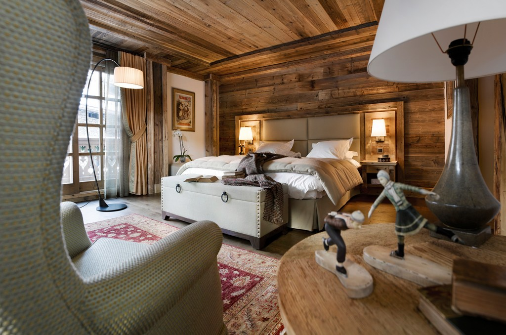 Bedroom e with twin or double beds Chalet Ormello in Courchevel 1850