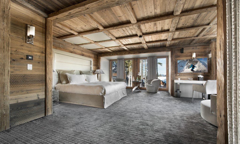 Master suite bedrooms en-suite Chalet Owens in Courchevel 1850