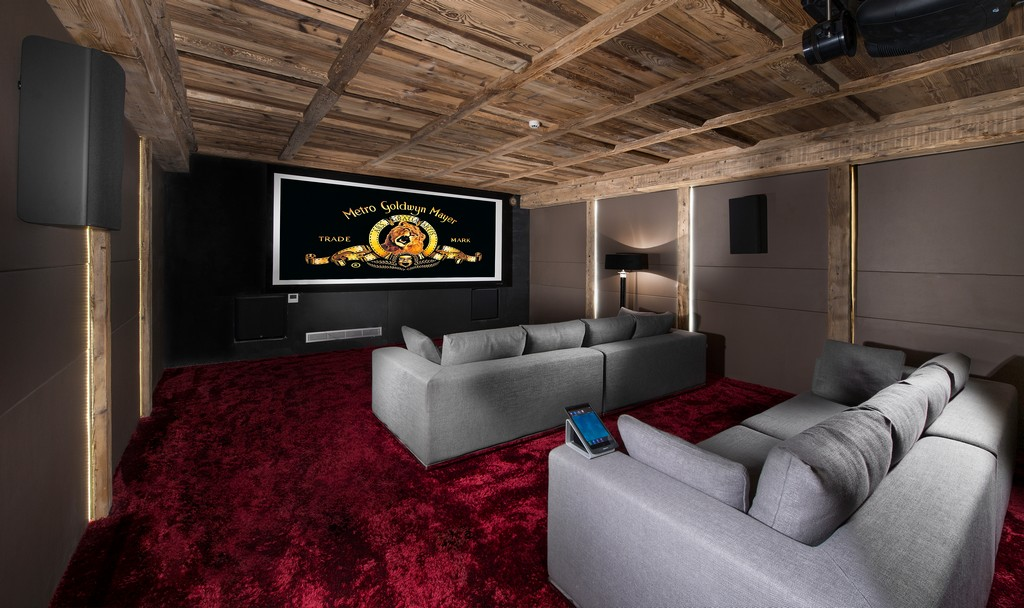 Large cinema room with super entertainment Chalet Owens in Courchevel 1850
