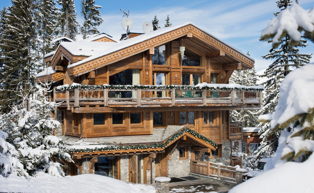 Outdoor view of the Chalet Owens in Courchevel 1850 in the winter