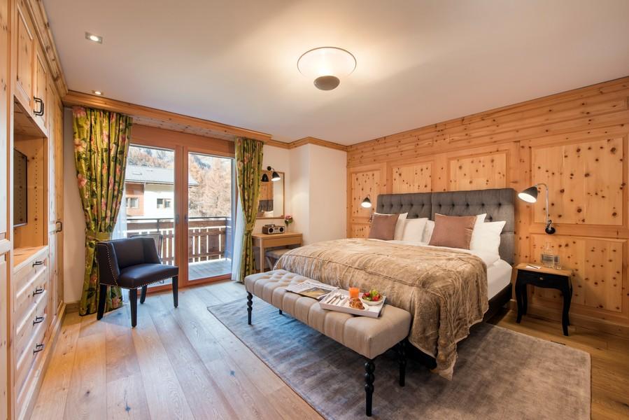 Luxury-bedrooms-master-chalet-shalimar