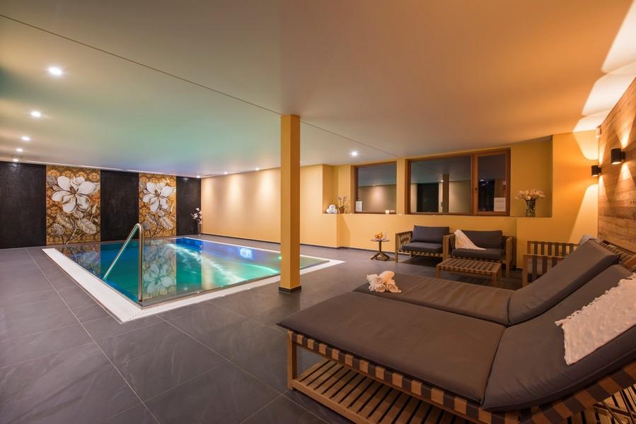 Swimming-pool-chalet-Shalimar
