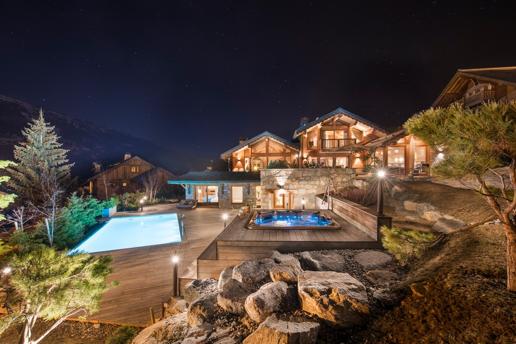 Side views in the night of Mont Tremblant Chalet in Meribel