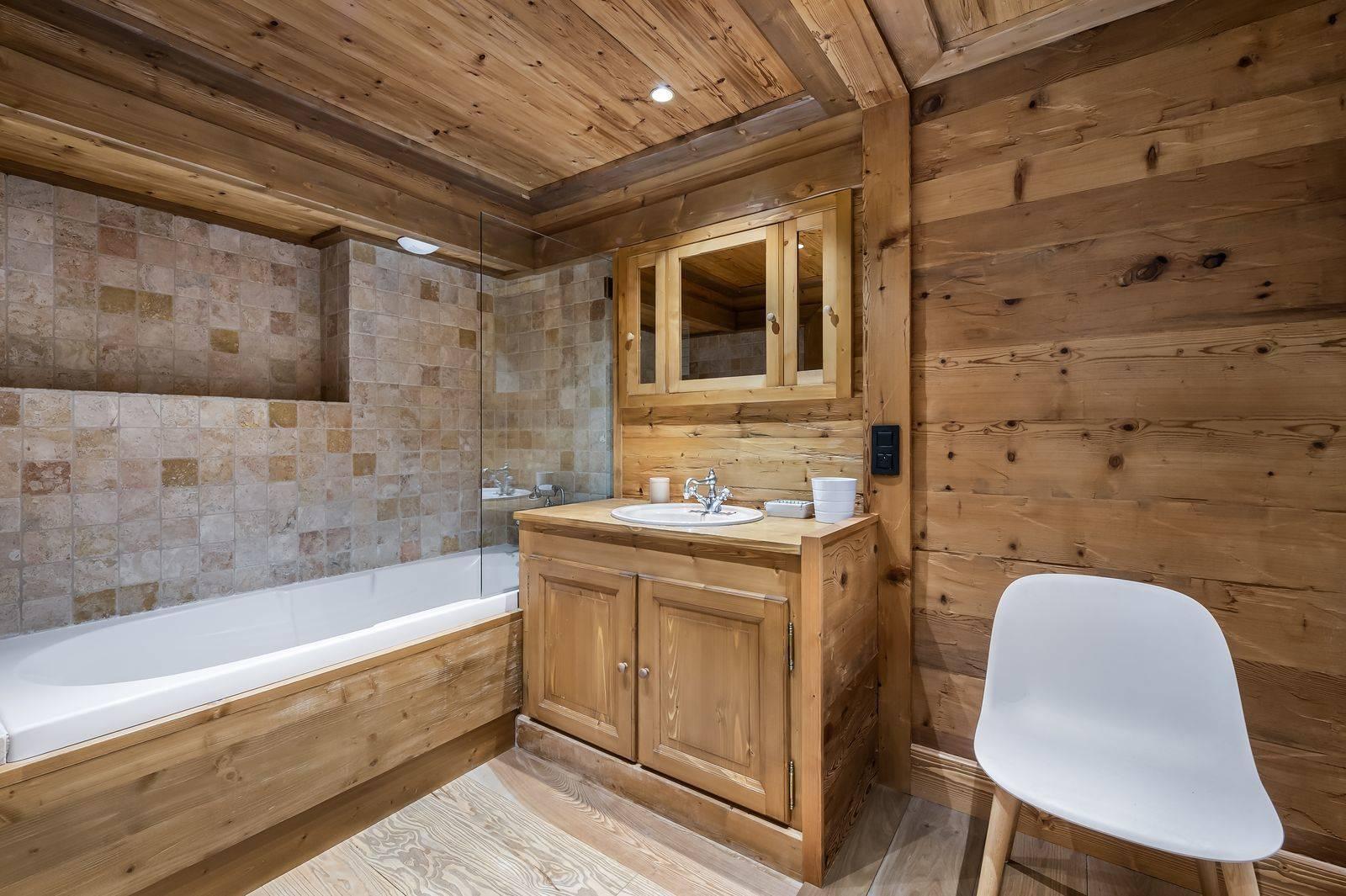Toilet with Bath tub chalet adalta Meribel