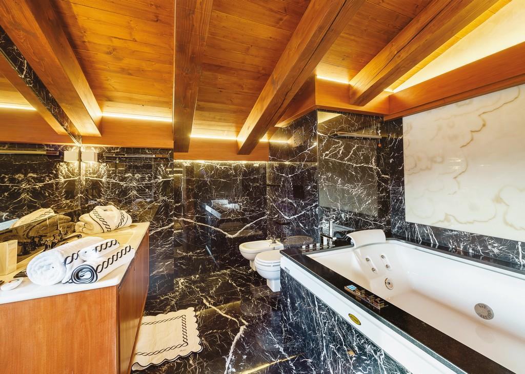 Bathroom chalet LV 01