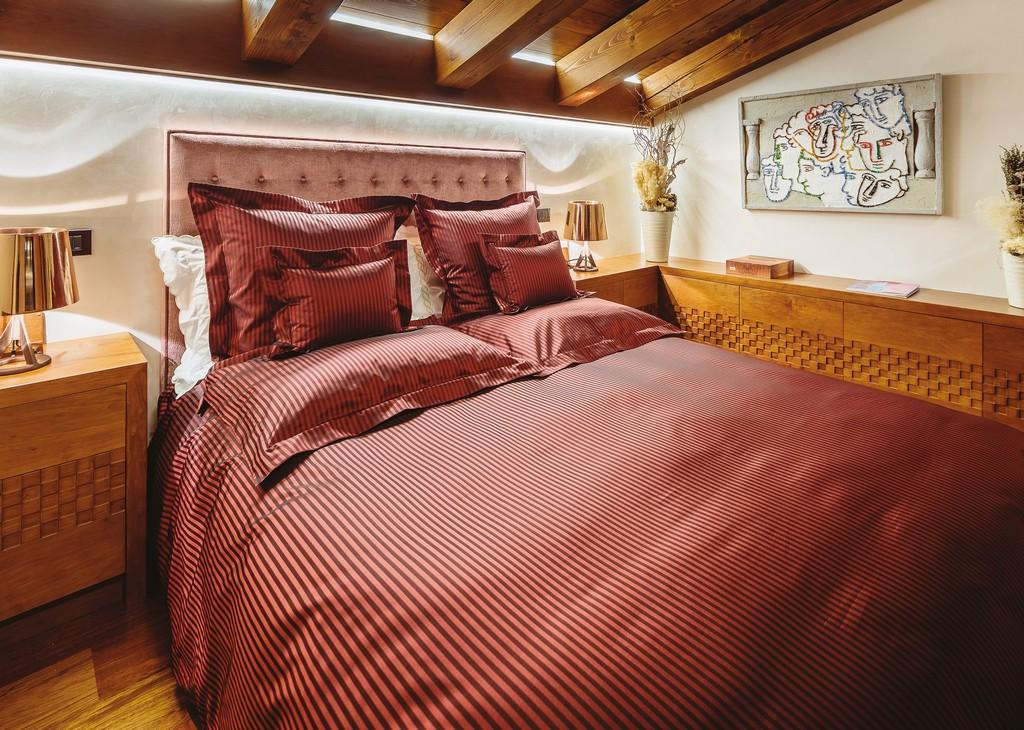 Dark Pink suite room