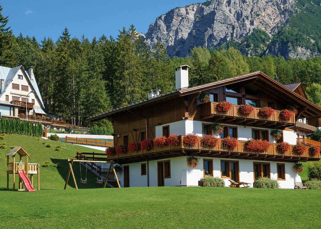 Summer View of chalet LV-01