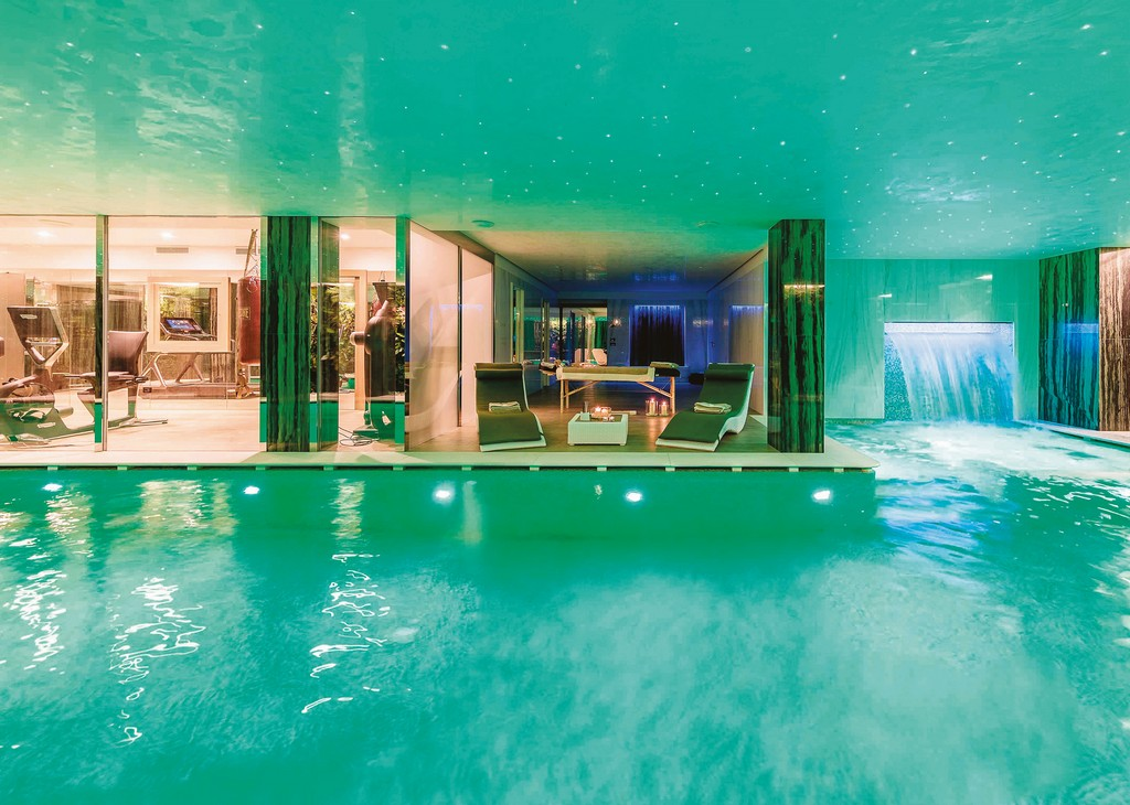 4-Pool and wellness area Chalet LV 01