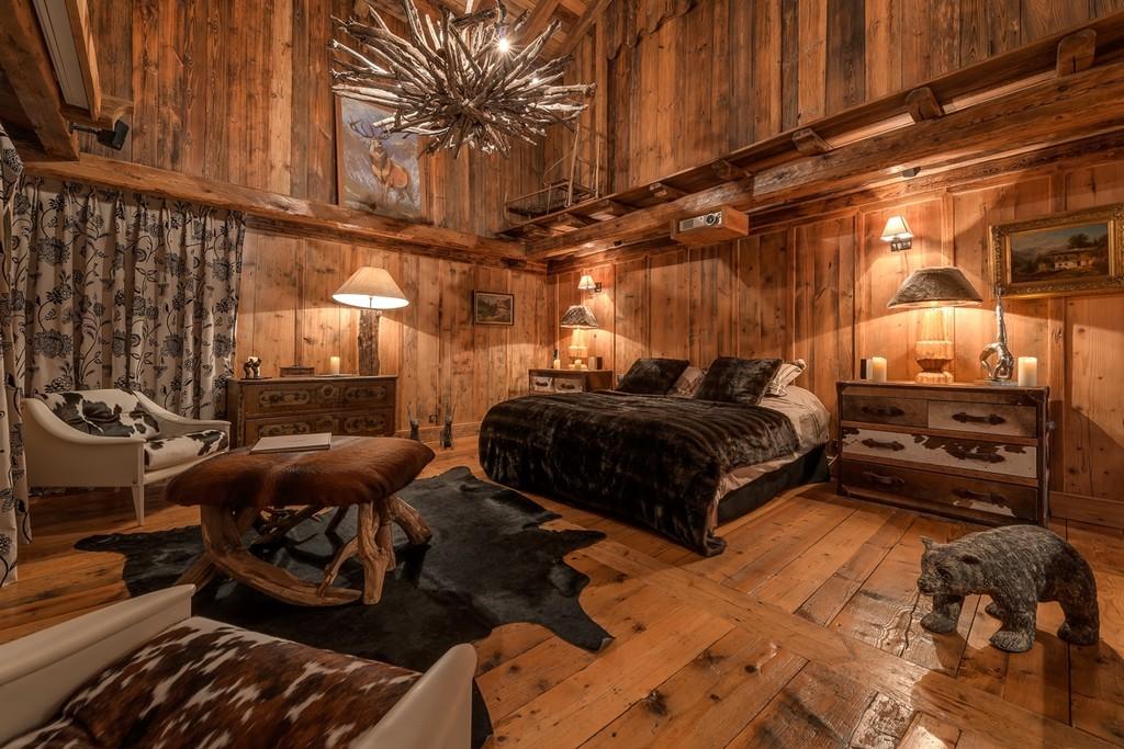 Chalet Le Rocher Master en suite Bedroom
