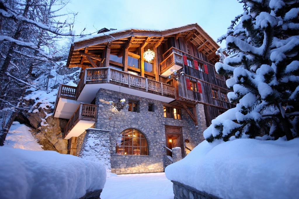 Chalet Le Rocher balcony Snow outdoors winter