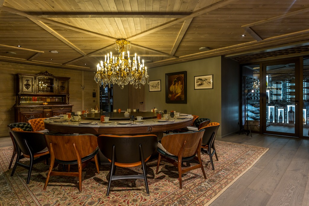 Round Dining Table  Chalet La Datcha