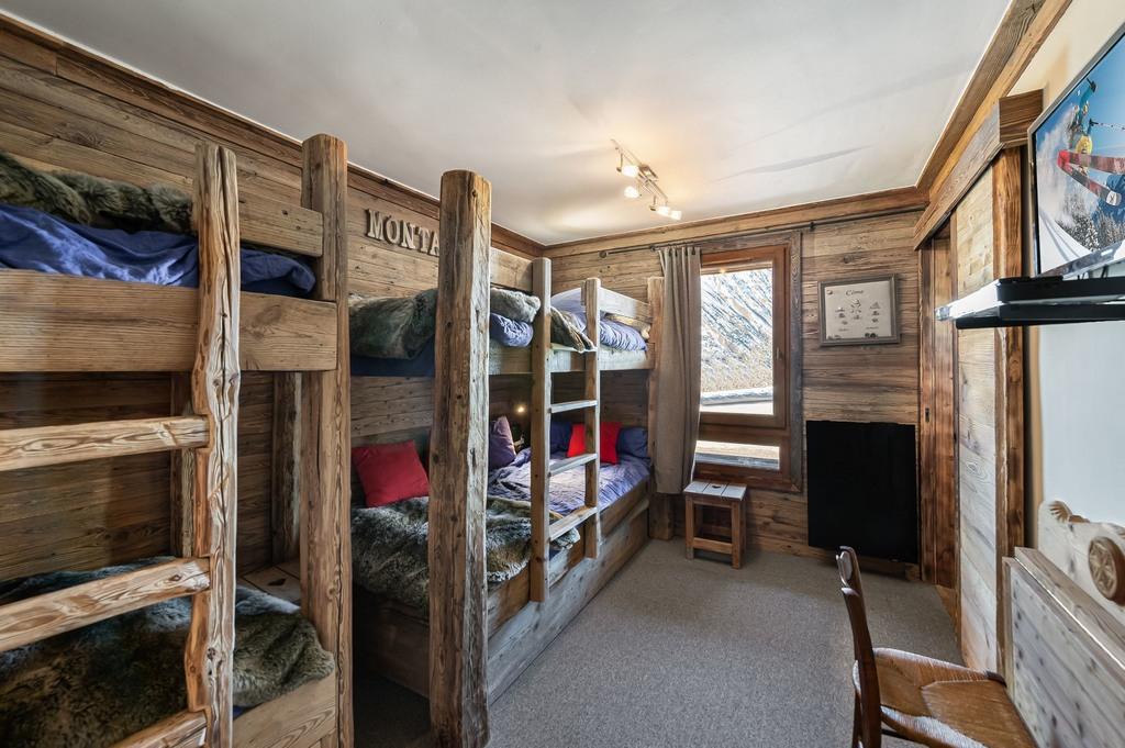 Bunk Bedroom with single beds children