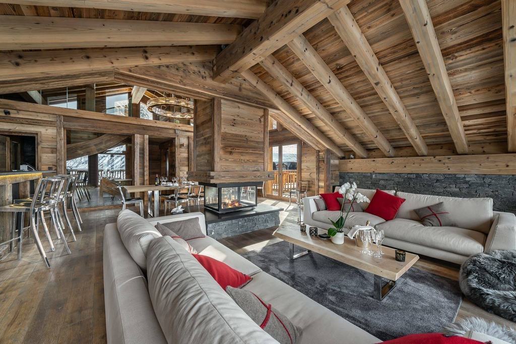 Sitting and dining room with view Chalet Pure Black Crystal