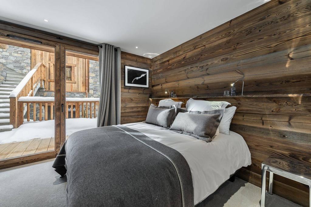 frist bedroom Chalet Pure Black Crystal
