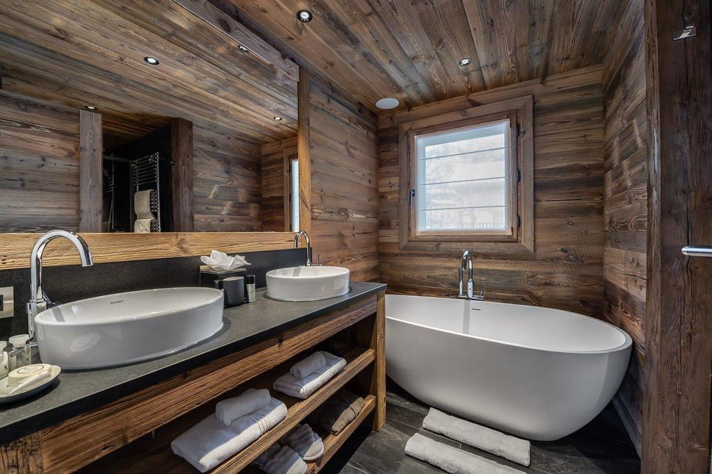 En-Suite Bath_toilet Chalet Pure Black Crystal
