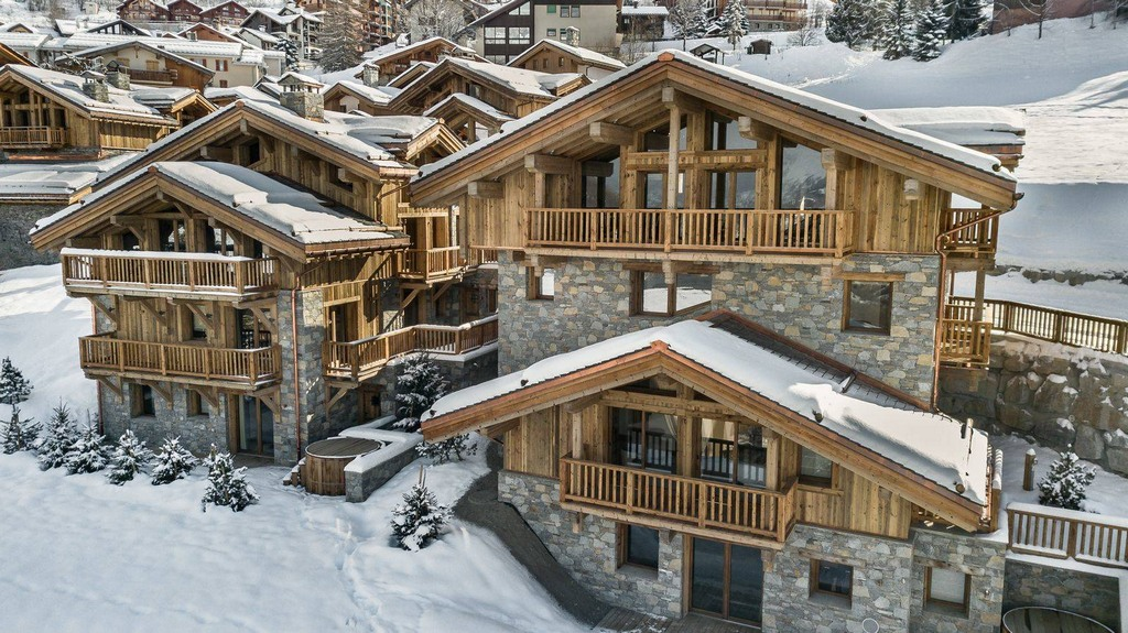 Exterior view Chalet Pure White Crystal