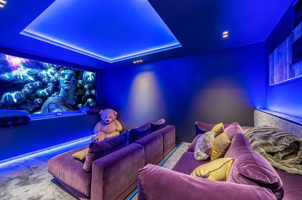Cinema room Chalet Crystal White