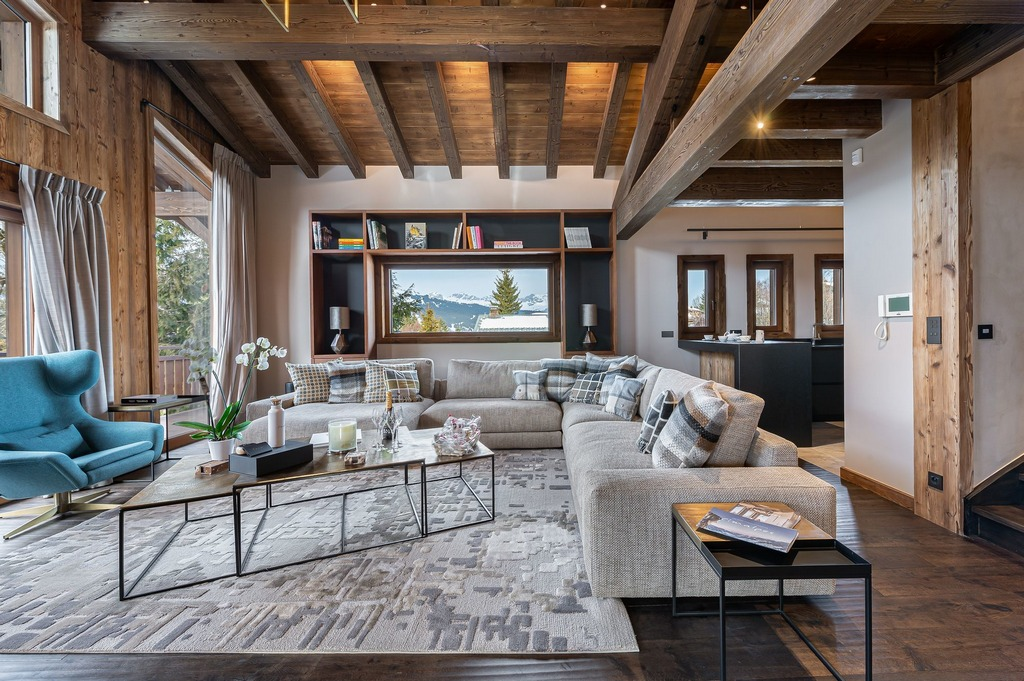 Chalet Divinit Interior with sofas for sitting