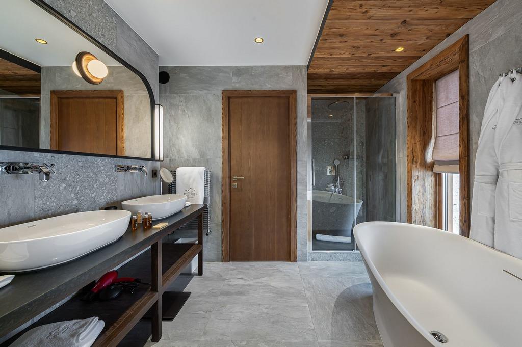 En-suite double Bath tub